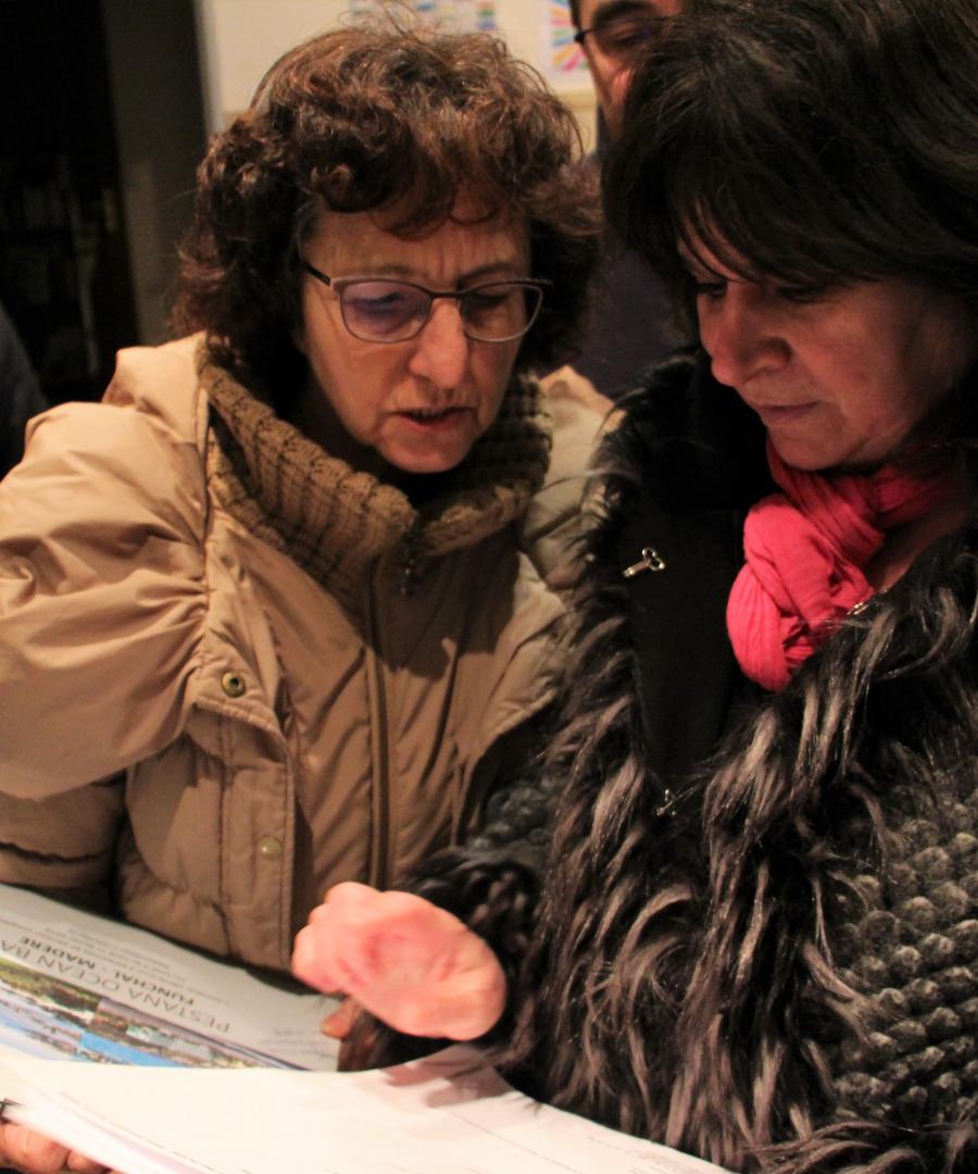 Remise des billets voyage offerts par les Fontenaisiens à colette Ithen_002